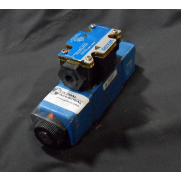 Vickers DG4V3-2C-M-FW-B5-60 Directional Control Valve Used