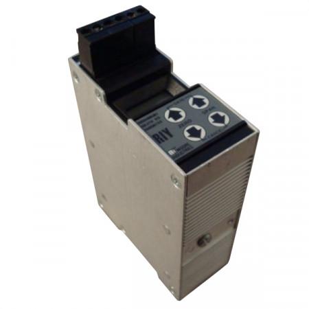 Moore RIY/R0-0-100F/4-20MA/12-42DC RTD Transmitter Used