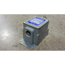 Square D 9007 TUD1 Limit Switch Series D Used